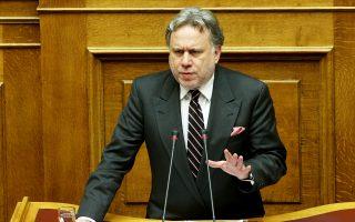 Ο υπουργός Εργασίας Γιώργος Κατρούγκαλος στις δηλώσεις του εστιάζει κυρίως στο θέμα των ομαδικών απολύσεων, χαρακτηρίζοντας «ιδεοληπτική» τη θέση του ΔΝΤ, παρότι στο τραπέζι έχουν πέσει θέματα που βρίσκονται σε εκκρεμότητα από το 2014 για την ολοκλήρωση της τότε 5ης αξιολόγησης.