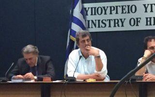 Ο αναπληρωτής υπουργός Υγείας, Παύλος Πολάκης, κάπνιζε στην αίθουσα συσκέψεων του υπουργείου Υγείας.