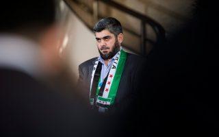 Ο Μοχάμεντ Αλούς, επικεφαλής της διαπραγματευτικής ομάδας της συριακής αντιπολίτευσης, στη διάρκεια πρόσφατης συνέντευξης Τύπου, στο πλαίσιο του διαλόγου στα ευρωπαϊκά γραφεία του ΟΗΕ στη Γενεύη.