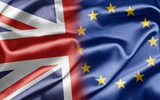 Οι φιλοευρωπαϊστές προειδοποιούν για 3,6% ύφεση αν γίνει Brexit και οι υπέρ της «αυτονόμησης» υπόσχονται 200.000 νέες θέσεις εργασίας.