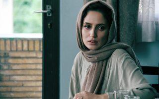 Η Νεγκάρ Τζαβαχεριάν ενσαρκώνει τη Σάρα. Το φωτογραφικό στιγμιότυπο είναι από την ταινία «Μελβούρνη» του σκηνοθέτη Νιμά Τζαβιντί.
