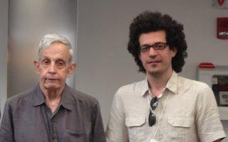 Ο Κωνσταντίνος Δασκαλάκης  (δεξιά), πλάι στον Τζον Νας, τον νομπελίστα μαθηματικό που ενέπνευσε την ταινία «Ενα υπέροχο μυαλό».