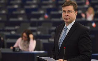 «Δεν μπορούμε να ελέγξουμε κάθε βήμα της ελληνικής κυβέρνησης. Είναι ευθύνη των Ελλήνων να τηρήσουν τη συμφωνία», τονίζει ο κ. Βάλντις Ντομπρόβσκις.