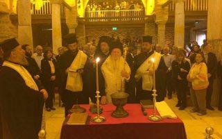 O Πατριάρχης κ.κ. Bαρθολομαίος στη Θεία Λειτουργία για τα Θυρανοίξια του Iερού Nαού Aγίου Iωάννου του Προδρόμου στον Kιρκιντζέ (ευγενική προσφορά του ζεύγους Kατσιγιάννη στον Tήλεφο).