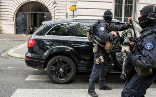 Ο Αμπντεσλάμ έφτασε υπό δρακόντεια μέτρα ασφαλείας στο δικαστικό μέγαρο του Παρισιού.