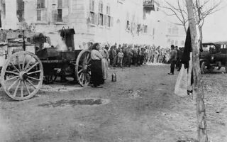 Ελληνες πρόσφυγες στο Χαλέπι της Συρίας το 1923. Πολλοί από όσους επιβίωσαν των μαζικών βίαιων μετακινήσεων του πληθυσμού του Πόντου κατέληξαν στην υπό γαλλικό έλεγχο Συρία (Βιβλιοθήκη του Κογκρέσου).