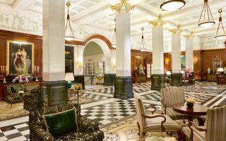 Το Savoy είναι ένα ξενοδοχείο κoμψό και με πολύ στυλ, που κινείται στη σφαίρα του κλασικού όσον αφορά τη διακόσμησή του.
