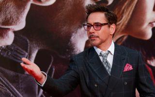 Η αμοιβή του Ρόμπερτ Ντάουνι Τζούνιορ για το «Captain America» ξεπερνάει τα 50 εκατ. δολάρια. Σύμφωνα με τη λίστα του περιοδικού Forbes, ήταν το 2015 ο πιο ακριβοπληρωμένος ηθοποιός στον πλανήτη.