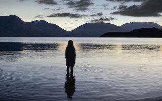 Μια δυνατή ατμοσφαιρική ιστορία αφηγείται «Το μυστικό της λίμνης».