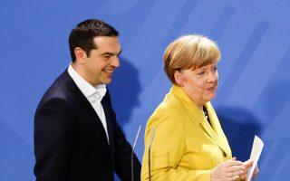 Χαμόγελα μεταξύ Μέρκελ και Τσίπρα. Για να φθάσει σε αυτό το σημείο η σχέση των δύο ηγετών, πέρασε από διάφορες φάσεις.