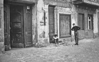 Φωτογραφία του Κωνσταντίνου Πίττα, από το Ανατολικό Βερολίνο του 1987, από την έκδοση «Εικόνες μιας άλλης Ευρώπης (1985-1989)».