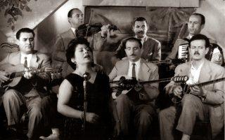 Ο Βασίλης Τσιτσάνης και η Μαρίκα Νίνου ήταν από τους πιο δημοφιλείς εκφραστές του ρεμπέτικου τραγουδιού.