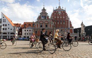 Ο Οίκος των Μαυροκέφαλων, από τα πιο εμβληματικά κτίρια της Ρίγας, δεσπόζει στην πλατεία Δημαρχείου. (Φωτογραφία: Shutterstock)