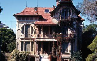 Η οικία Ντίνο Φερνάντεζ «Casa Bianca» πριν από τις απόπειρες κατεδάφισής της .