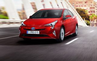 Στόχος της Toyota η πώληση 15 εκατομμυρίων μονάδων έως το 2020. Στη φωτογραφία, το τέταρτης γενιάς Prius.