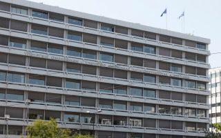 Η κυβέρνηση έχει συμφωνήσει με τους θεσμούς στην αλλαγή της κλίμακας φορολογίας εισοδήματος με μικρότερο αφορολόγητο όριο, με στόχο την άντληση 1,8 δισ. ευρώ.