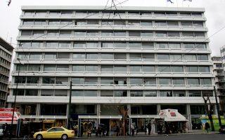 Το υπουργείο Οικονομικών για τις ανάγκες στέγασης 1.027 υπαλλήλων του σε 7 διαφορετικά κτίρια δαπανά 232.000 ευρώ τον μήνα για ενοίκια.