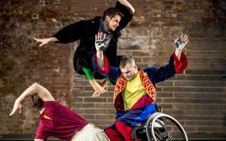 Στην ομάδα των Βρετανών Καντούκο συγκαταλέγονται ερμηνευτές με αναπηρίες και μη.