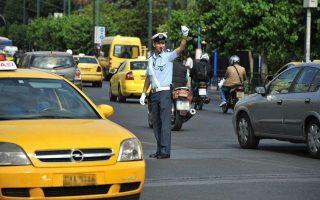 Ο Φωτεινός Παγιαύλας είναι αστυνομικός που υπηρετεί στην Τροχαία Αθηνών και δίνει τον δικό του αγώνα μέσω Διαδικτύου.