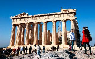 Ο εισερχόμενος τουρισμός στην Ελλάδα για το 2016 αναμένεται να διατηρήσει τη δυναμική του και ίσως παρουσιάσει για μία ακόμα χρονιά αύξηση. Σύμφωνα με τις εκτιμήσεις, οι αφίξεις των ξένων τουριστών θα κυμανθούν μεταξύ 25 και 27 εκατ.