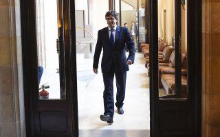 Ο επικεφαλής της καταλανικής κυβέρνησης, Κάρλες Πουτζντεμόν, μετά την κατάρρευση του συνασπισμού του στο κοινοβούλιο της Βαρκελώνης.
