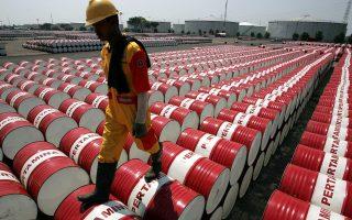 Η μεγάλη περικοπή των επενδύσεων μπορεί να προκαλέσει προβλήματα στην τροφοδοσία της αγοράς με πετρέλαιο.