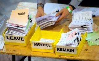 Οταν το 2013 ο Κάμερον υποσχέθηκε δημοψήφισμα, το ενδεχόμενο επικράτησης του Brexit φάνταζε αδιανόητο, ενώ ακόμα και προχθές το Βremain έδειχνε να προηγείται. Η καταμέτρηση ψήφων διέψευσε όλες τις προβλέψεις.