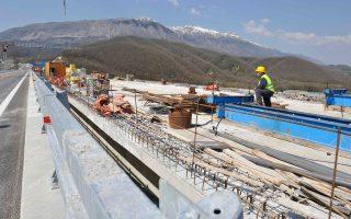 Στις κατασκευές το ανεκτέλεστο υπόλοιπο της ΓΕΚ ΤΕΡΝΑ ανέρχεται πλέον σε 2,7 δισ. ευρώ, ενώ ήδη φέτος έχουν υπογραφεί νέες συμβάσεις 270 εκατ. ευρώ, εκ των οποίων τα 230 εκατ. ευρώ αφορούν στην ανάληψη της κατασκευής τμήματος του αγωγού ΤΑP,  στο πλαίσιο σχετικής κοινοπραξίας.