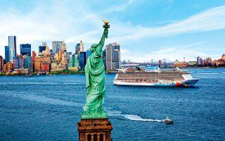 Με τις... ευλογίες του Αγάλματος της Ελευθερίας, κρουαζιερόπλοιο της Norwegian αποπλέει από τη Νέα Υόρκη: ένα ταξίδι ζωής.