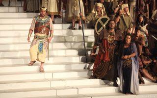 Βάλτερ Φρακάρο, Αρης Αργύρης, Τσέλια Κοστέα και Χορωδία ΕΛΣ σε μια σκηνή της «Αΐντα», στο Ηρώδειο.