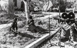 Με την Πολέτ Γκοντάρ στους «Μοντέρνους καιρούς», το 1936. «Σοφοί, τρελοί, όλοι πρέπει να παλέψουμε γα τη ζωή», έλεγε ο Τσάρλι Τσάπλιν.