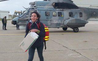 Η 25χρονη γιατρός Σωτηρία Λιώρη βρέθηκε στα Σφακιά, με χιλιάδες τουρίστες, ενώ πήγε μέχρι και στη Γαύδο για την περίθαλψη προσφύγων που αποβιβάστηκαν εκεί. Και επειδή ο καιρός ήταν πολύ άσχημος, γύρισε με Σούπερ Πούμα.