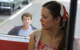 Το «Αγάπα με αν τολμάς» έκανε γνωστούς δύο ηθοποιούς της νέας γενιάς του γαλλικού σινεμά, τη Μαριόν Κοτιγιάρ και τον Γκιγιόμ Κανέ.