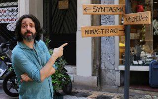 Ο Αντρές Νέουμαν φωτογραφίζεται στην Αθήνα. Ο «Ταξιδιώτης του αιώνα» (εκδ. Οpera) αποτελεί ένα ογκώδες μυθιστόρημα ιδεών, μια «αλληγορία», όπως το χαρακτηρίζει ο ίδιος, για την ευρωπαϊκή κρίση ταυτότητας.