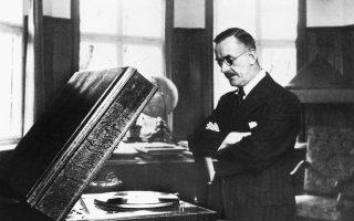 Ο συγγραφέας του «Μπούντενμπροοκς» και του «Μαγικού βουνού» σε μια χαρακτηριστική φωτογραφία του από τη δεκαετία του '30.