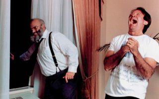 Στα γυρίσματα των «Ξυπνημάτων» με τον Γουίλιαμς, 1989. Η ταινίαήταν υποψήφια για Oσκαρ καλύτερης ταινίας, σεναρίου και α΄ ανδρικού ρόλου για τον Ντε Νίρο.