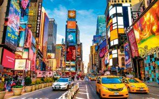 Τη διάσημη Times Square ή «Σταυροδρόμι του κόσμου» επισκέπτονται περισσότεροι από 50.000.000 τουρίστες ετησίως. (Φωτογραφία: Shutterstock)