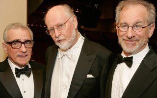 Ο Τζον Ουίλιαμς, εν μέσω του Μάρτιν Σκορσέζε (αριστερά) και του Στίβεν Σπίλμπεργκ. Ο Ουίλιαμς έχει συνθέσει σπουδαίες μουσικές για ταινίες του δεύτερου, από τα «Σαγόνια» και τις «Στενές Επαφές Τρίτου Τύπου» έως τη «Λίστα του Σίντλερ».