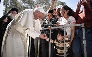 Από την πρόσφατη επίσκεψη του Πάπα Φραγκίσκου στη Λέσβο και στους δοκιμαζόμενους πρόσφυγες.