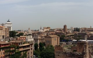 Πανοραμική άποψη της Ρώμης από τον Παλατίνο Λόφο, δίπλα στην Αρχαία Αγορά.