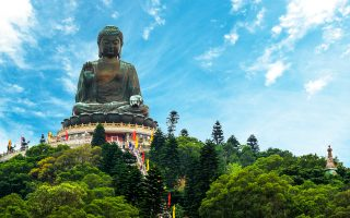 Ο τεράστιος Βούδας Τιαν Ταν στο μοναστήρι Πο Λιν. (Φωτογραφία: Shutterstock)