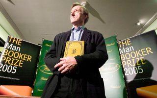 Ο Τζούλιαν Μπαρνς τιμήθηκε με το βραβείο Booker για το βιβλίο  «Ο αχός της εποχής».