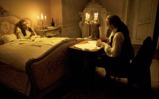 Ο Μότσαρτ υπαγορεύει το Ρέκβιέμ του στον Σαλιέρι. «Αμαντέους», ταινία του Μίλος Φόρμαν, βασισμένη στο ομότιτλο θεατρικό του Πίτερ Σάφερ.
