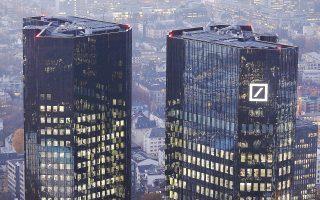 Oι οικονομολόγοι του ΔΝΤ στην αξιολόγησή τους για τη σταθερότητα του γερμανικού χρηματοπιστωτικού τομέα αναφέρουν ότι «η Deutsche Bank φαντάζει ως η τράπεζα που συνεισφέρει περισσότερο στο συστημικό ρίσκο, ακολουθούμενη από την HSBC και την Credit Suisse».