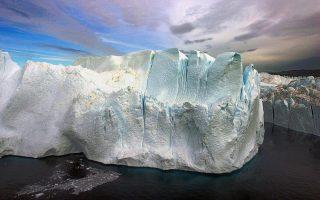Η τρύπα του όζοντος αυξάνει τη θερμοκρασία στον πλανήτη και συμβάλλει αρνητικά στο λιώσιμο των πάγων.