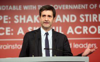 Η Αθήνα θέλει τη σταδιακή μείωση του στόχου, όπως είχε δηλώσει επισήμως και ο αναπληρωτής υπουργός Οικονομικών Γ. Χουλιαράκης πριν από λίγες ημέρες. Στο πλαίσιο αυτό, το οικονομικό επιτελείο επιδιώκει τη μείωση του στόχου στα επίπεδα του 2% του ΑΕΠ για το 2019 και του 1,5% του ΑΕΠ για το 2020.