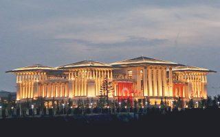Το παλάτι-προεδρικό μέγαρο του Ταγίπ Ερντογάν στην Αγκυρα έχει προκαλέσει επανειλημμένως πικρόχολα σχόλια για την αυταρχική μεταστροφή του Τούρκου πολιτικού.