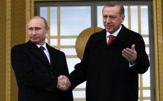 Ο Ταγίπ Ερντογάν υποδέχεται τον Βλαντιμίρ Πούτιν στο προεδρικό μέγαρο της Αγκυρας, το 2014. Οι ρωσοτουρκικές σχέσεις επανέρχονται βαθμιαία στην κανονικότητα, μετά την πραγματιστική στροφή του Τούρκου προέδρου.