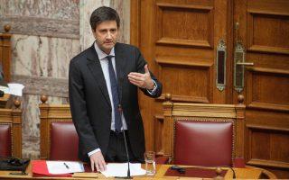Από το βήμα της Βουλής, ο Γ. Χουλιαράκης εξέφρασε την έντονη ενόχληση της κυβέρνησης για τα όσα αποκαλύπτει στο βιβλίο του ο σύμβουλος του πρώην υπουργού Οικονομικών Γ. Βαρουφάκη, Τζέιμς Γκάλμπρεϊθ.