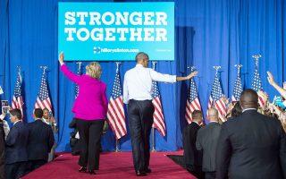 «Ποτέ δεν υπήρξε προεδρικός υποψήφιος, άνδρας ή γυναίκα, με τόσα προσόντα γι' αυτό το αξίωμα όσα έχει να επιδείξει η Χίλαρι Κλίντον», δήλωσε ο Μπαράκ Ομπάμα, περιοδεύοντας στο πλευρό της υποψήφιας των Δημοκρατικών, στο Σάρλοτ της Βόρειας Καρολίνας.
